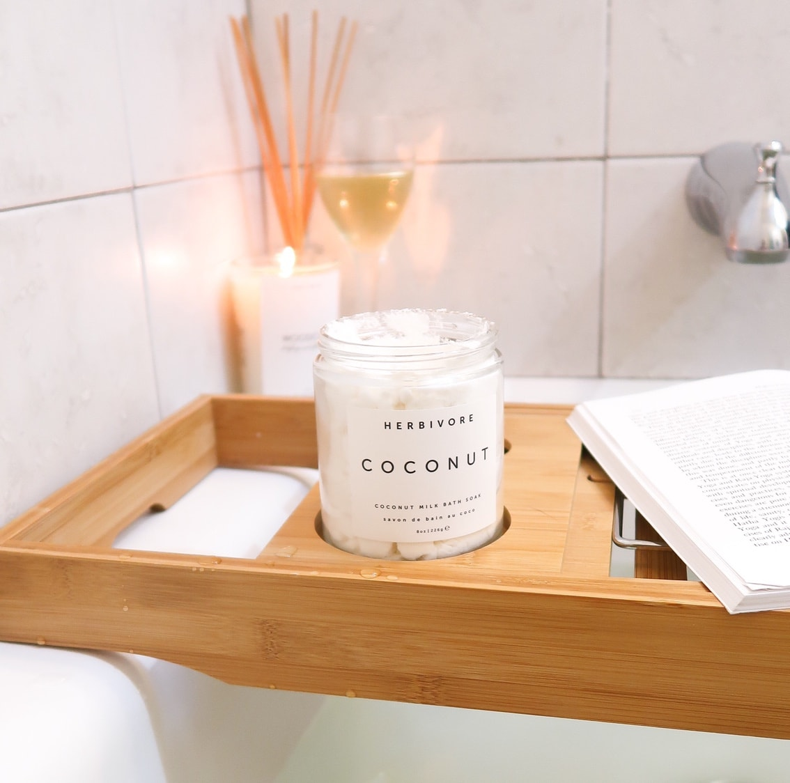 2019 Mother's Day Gift Guide | Looking for the perfect gift your your mom that will last longer than a boquet of flowers? Herbivore's Coconut Milk Bath Milk, is Vegan, Cruelty-Free, and perfect for the mom in need on a relaxing at-home spa night. Adding Herbivore's Coconut Soak to your bath will make your skin hydrated and smooth. These gifts are perfect for the mom who loves beauty or is in need of some extra self care or an at-home spa night.