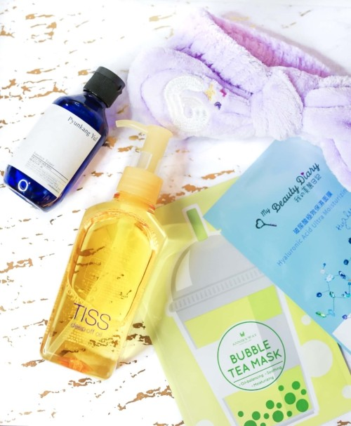 Glowie Co is an Asian Beuaty e-retailer that sells skincare products from Taiwan, Japan, and Korea. I tried the Pyunkang Yul Essence Toner from Korea, Shiseido Tiss Deep Off Oil Cleanser from Japan, and sheet masks from Taiwanese brands Annie's Way and My Beauty Diary.
